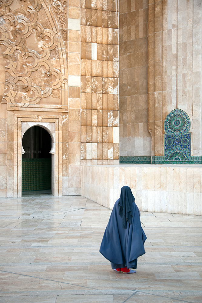 morocco-Lilys-mosque-women