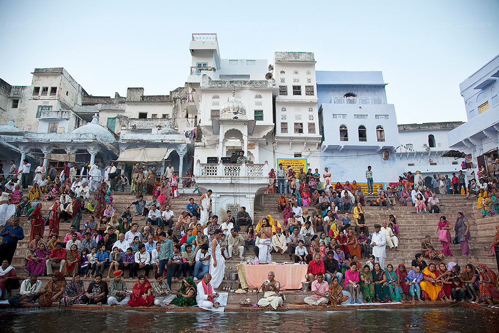 india-pushkar-aarti pray