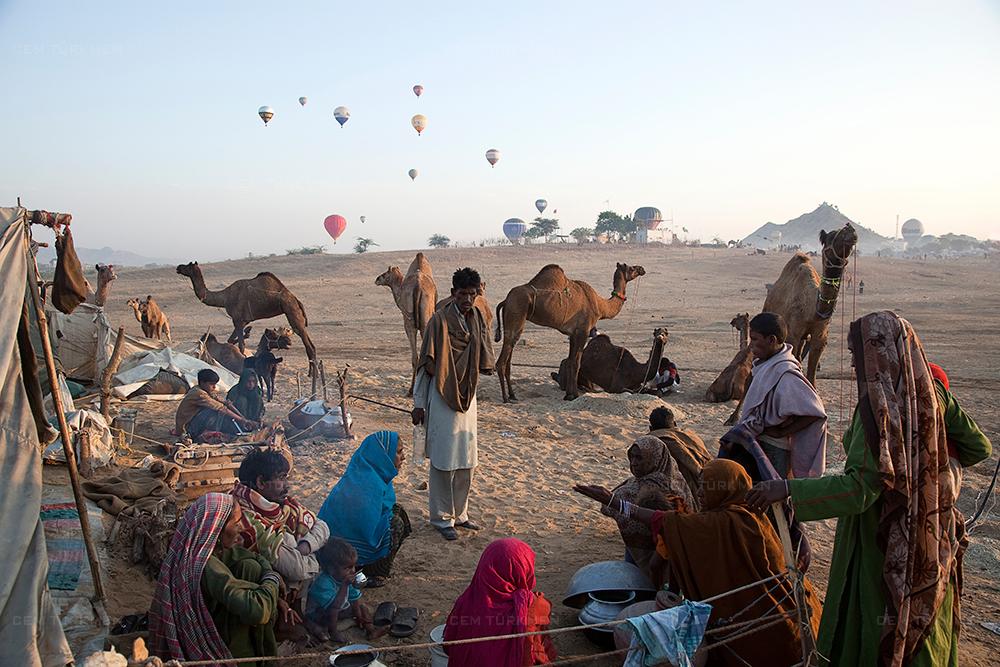 india-pushkar-camel-fest-baloons