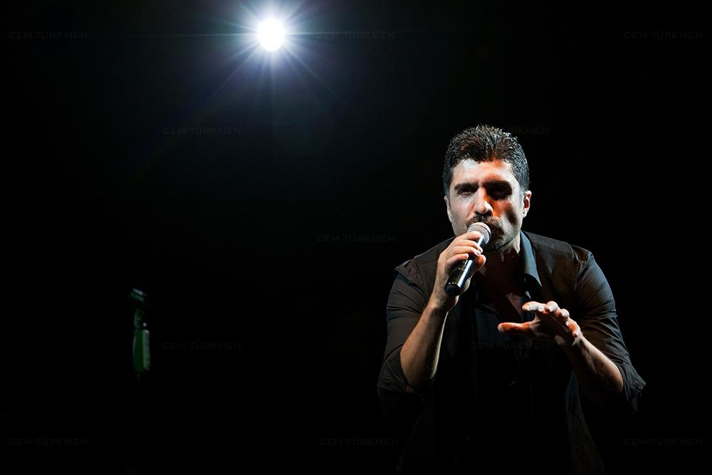 Ozcan Deniz Concert Photograph
